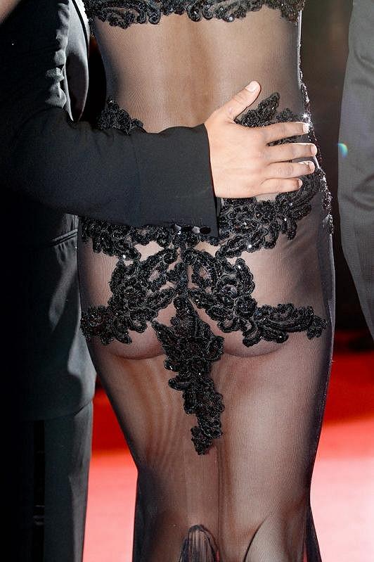 Candice Boucher a její sexy pozadí.