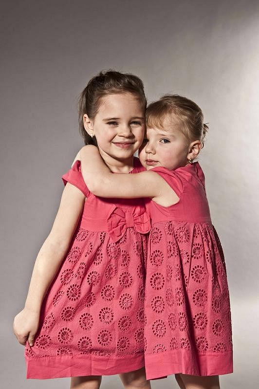 Charlotte s mladší sestrou Nelly.