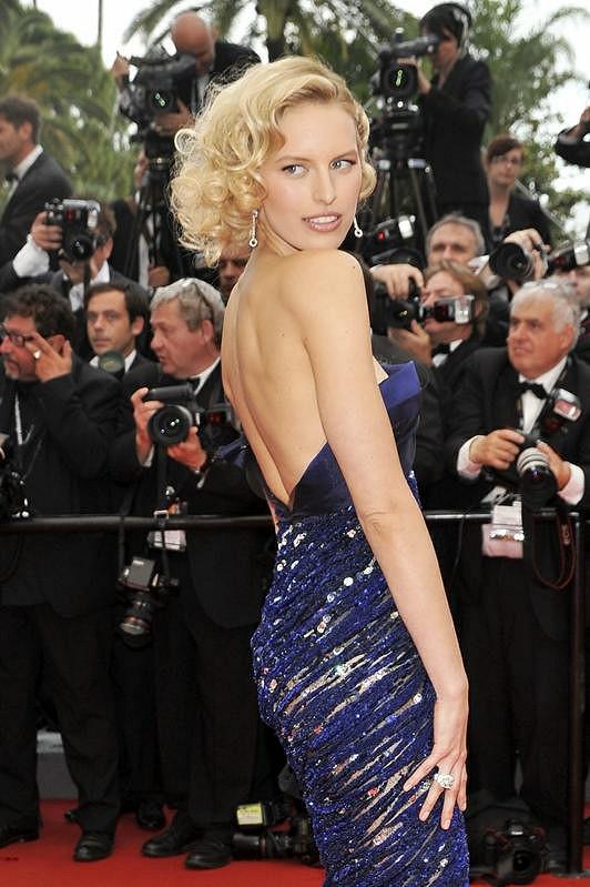 Česká topmodelka na filmovém festivalu v Cannes při slavnostním zahájení akce.