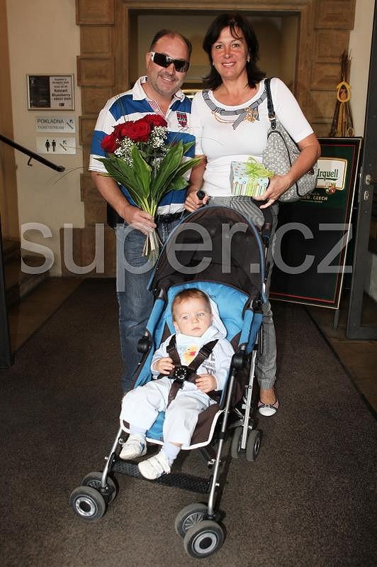 Charlottce k pátým narozeninám přišel popřát i Michal David s manželkou a vnoučkem Sebastianem