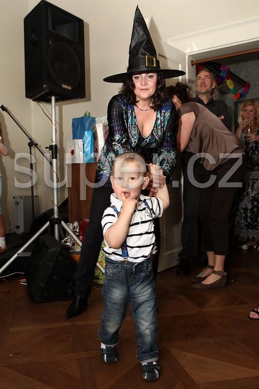 Mezi gratulanty byla i Ilona Csáková se synem Danielem