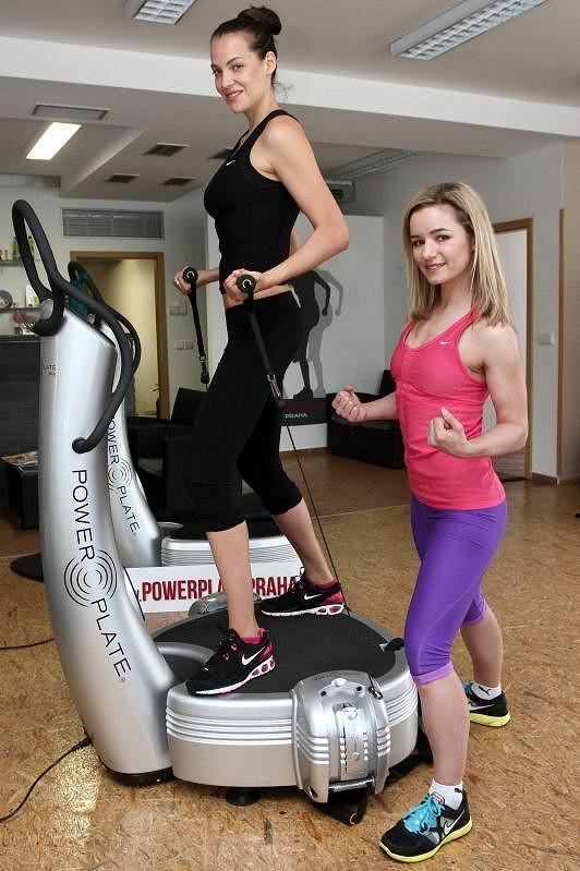 Katka trénuje pod dohledem cvičitelky Jany Mrázkové.