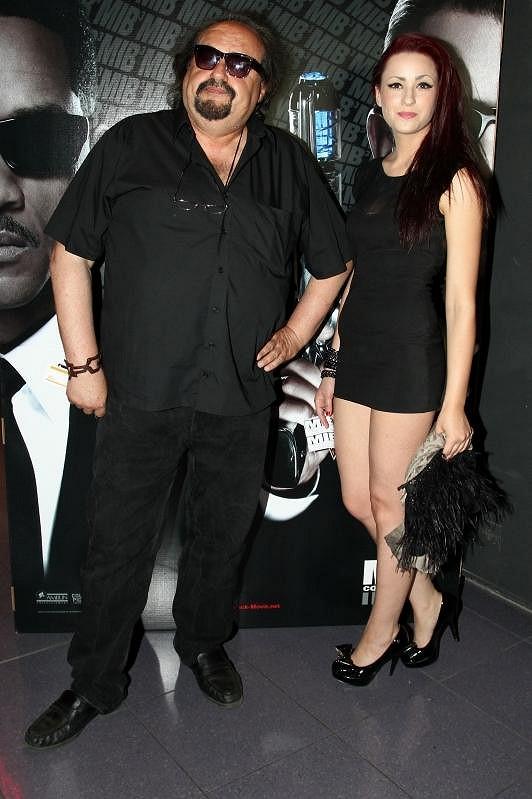 Petr Novotný se svou krásnou dcerou Soňou, kterou hrubě urazil rapper Rytmus.