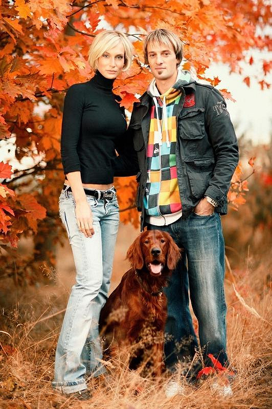 Bára Kolářová s manželem Přemkem Vidou a jejich psím miláčkem