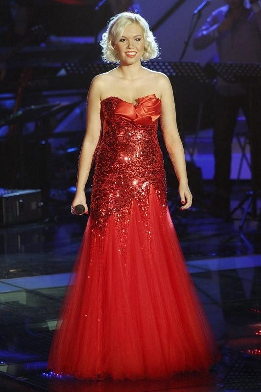 V červených šatech vypadala Markéta skvěle.
