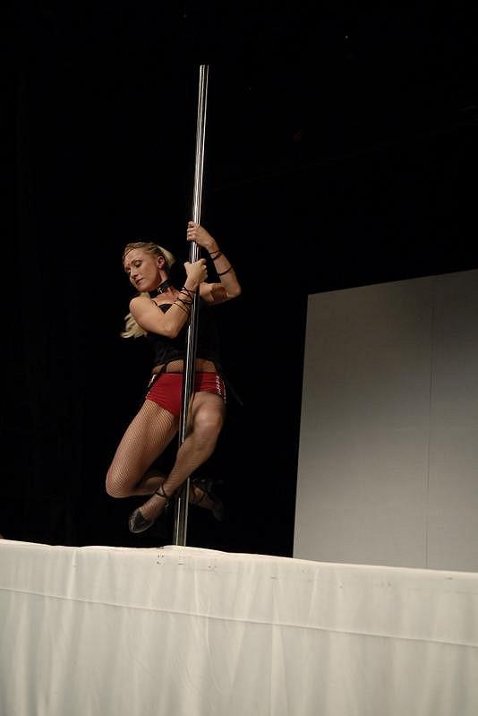 U tyče v představení Touha v divadle Kalich to Zuzaně sekně.