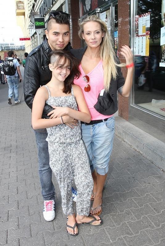 Martina Gavriely s Marcusem Tranem a dcerou Jessicou, která má nový účes.
