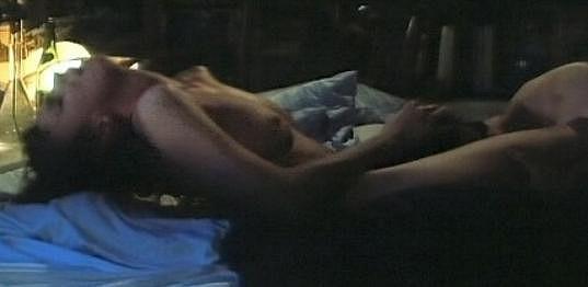 Postelová scéna s Ivanou Chýlkovou ve Šteindlerově komedii Díky za každé nové ráno.