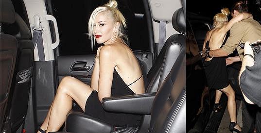 Gwen Stefani pomáhal do auta její manžel Gavin Rossdale.