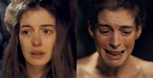 Hathaway v Bídnících přišla o vlasy.