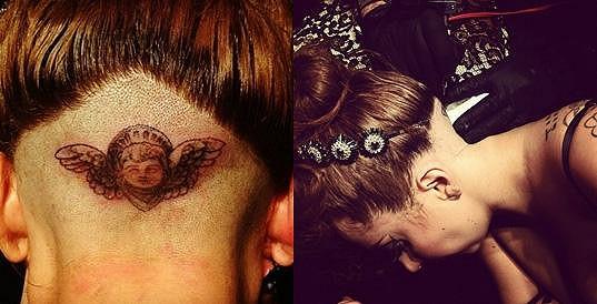 Lady Gaga a její podholené vlasy.