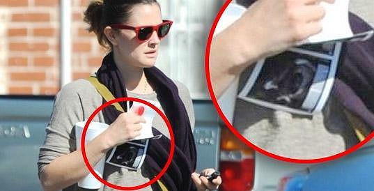 Drew Barrymore v únoru nachytali se snímky z ultrazvuku.