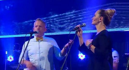 Aleš Háma a Monika Absolonová si střihli hitovku Jedeme dál.