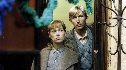Yvetta Kornová a Vladimír Javorský ve filmu Krajina s nábytkem (1986)