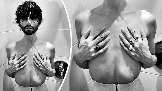 Kontroverzní fotografie ze sprchy