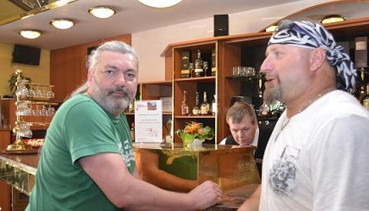 Daniel Hůlka a jeho kolega Jiří Zonyga vypadají jako dvojčata.