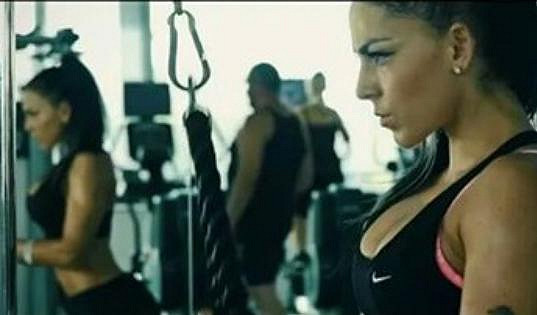O postavu se mu stará fitness trenérka Silva.