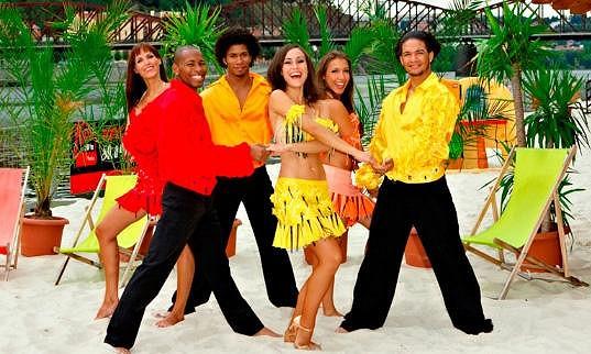 Oslava života, atmosféra horkých kubánských dnů i večerů přichází v ten pravý čas. Originální kubánský rum Havana Club Vám přinese autentickou atmosféru z druhého konce světa přímo k Vám. Jak je to možné? Rum Havana Club přivádí opravdové Kubánky a Kubánce až k Vám, do Vašich oblíbených barů.