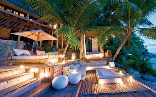 V resortu už relaxovala řada slavných párů.