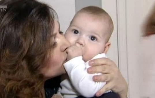 Zpěvačka září štěstím a mateřství si moc užívá.