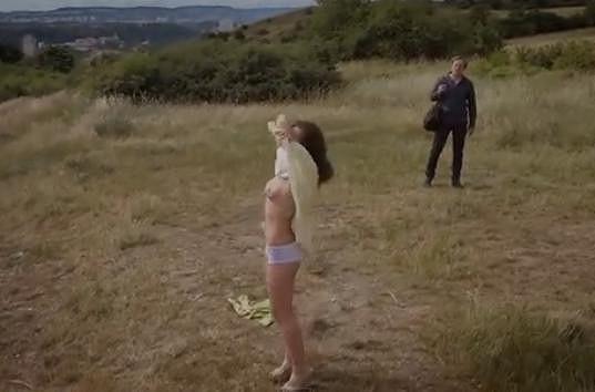 Máša Málková se ve filmu ukáže nahoře bez.