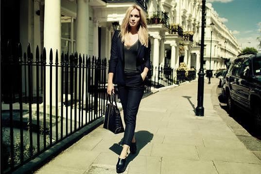 Táňa nafotila reklamu na boty a kabelky.