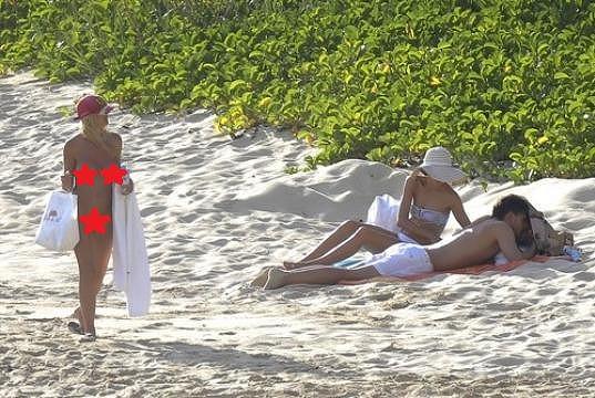 Pro Američany je poměrně nezvyklé vídat na pláži lidi bez plavek.