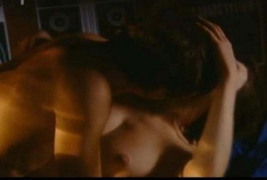 Během natáčení vášnivé milostné scény se prý oba styděli.