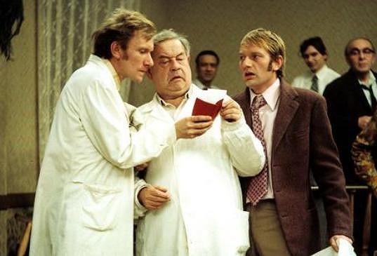 František Husák, Josef Hlinomaz a Luděk Sobota ve snímku Jáchyme, hoď ho do stroje!