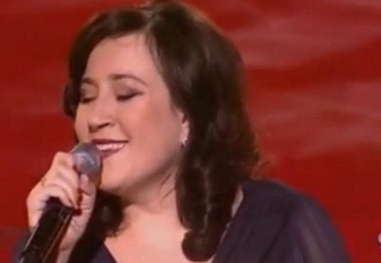 A takto vypadá Katka Koščová v současnosti. V pořadu Legendy popu interpretovala písničku Mariky Gombitové.