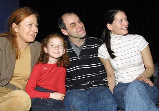 Lucie na tiskovce se svou seriálovou rodinou