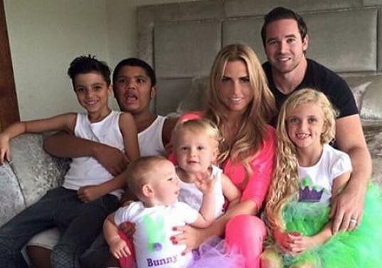 Modelka s manželem Kieranem a všemi svými dětmi