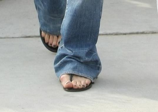 Beckham musí v botách tlačit vystouplý kloub u palce.