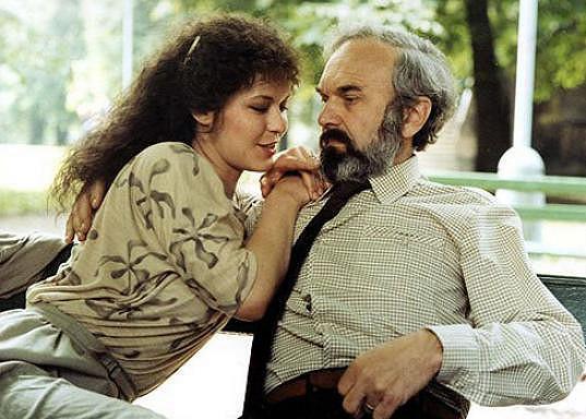 Ivona Krajčovičová a Zdeněk Svěrák si zahráli ve filmu Jako jed (1985)