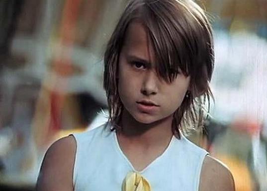 Yvetta Kornová ve filmu Přijela k nám pouť (1973)