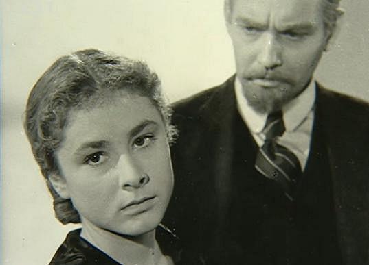 Nešťastná Jana Rybářová s Vladimírem Rážem při kamerovkách na film Vlčí jáma (1957). Ve filmu jsme nakonec neviděli ani jednoho z nich.