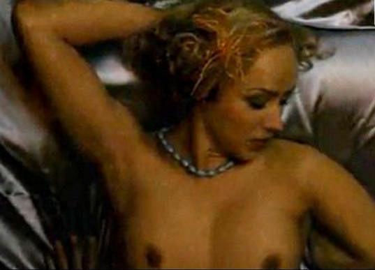 Atraktivní blondýnka se vůbec nestyděla.