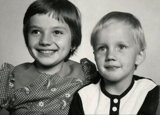 Jolana Voldánová s bratrem.