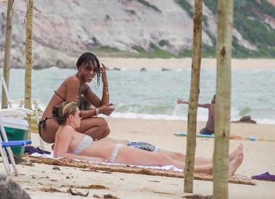 Naomi Campbell a Kate Moss na společné dovolené v Brazílii.