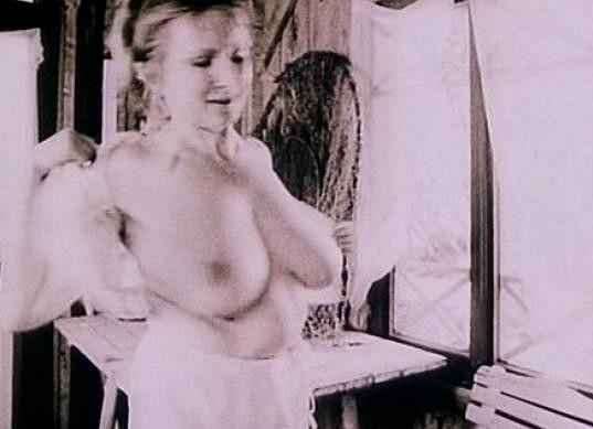 Edita Dindělová ukázala prsa ve filmu Jára Cimrman ležící, spící