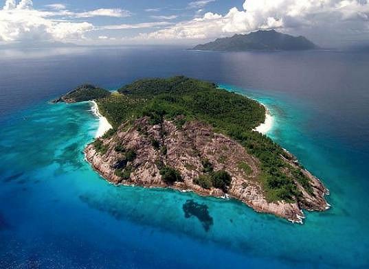 Slavný pár si k líbánkám vybral odlehlý North Island na Seychelách.
