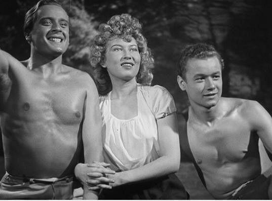 Svatopluk Beneš, Zorka Janů a Václav Sova ve filmu Ohnivé léto (1939)