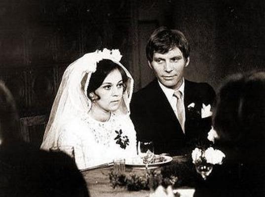 Lenka Termerová ve svatebních šatech.