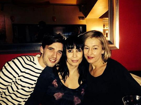 A tady dámy slavily Valentýna po boku hereckého kolegy Václava Šandy.