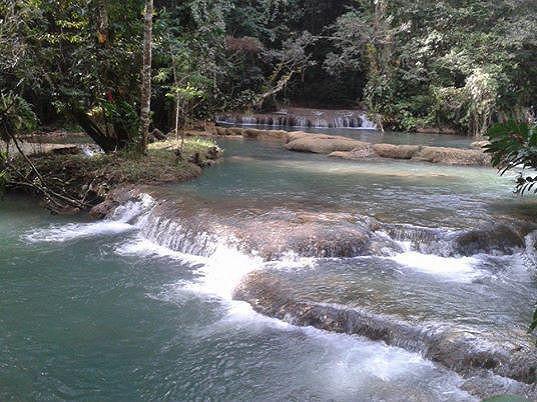 Jamajkou totiž protékají velmi krásné řeky.