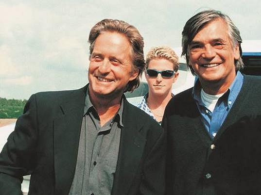 Michael Douglas s Jiřím Bartoškou (1998)