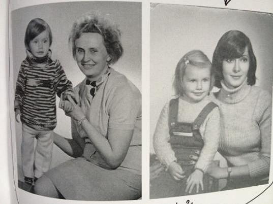 Zde na snímku jednou s maminkou, podruhé s babičkou