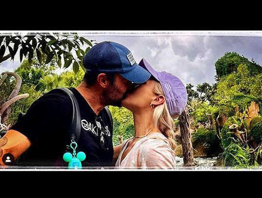 Lásku k ní David z Beverly Hills 90210 neskrývá.