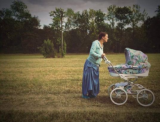 Herečka si nyní naplno užívá mateřství.
