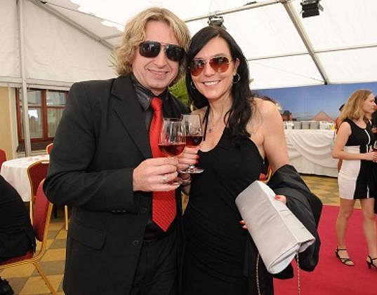 Martina zase chodí s muzikantem Danem Dobiášem.